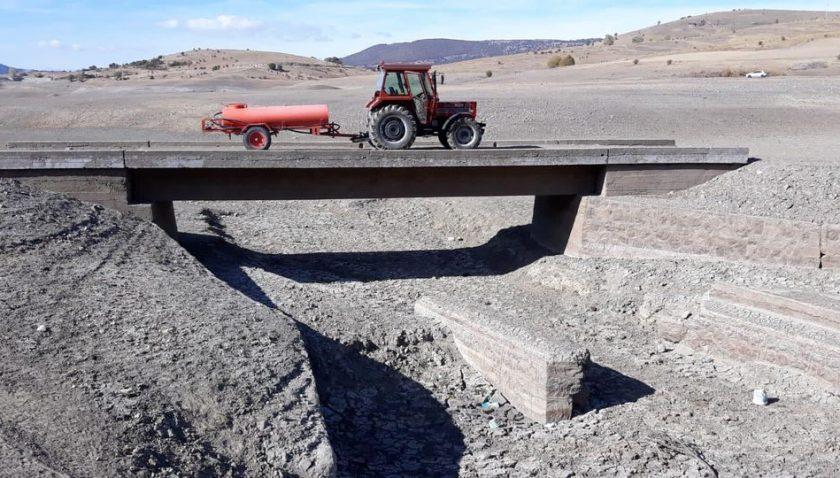Barajda Su Altındaki Eski Köprü Meydana Çıktı Balıklı Barajı'nda ku…
