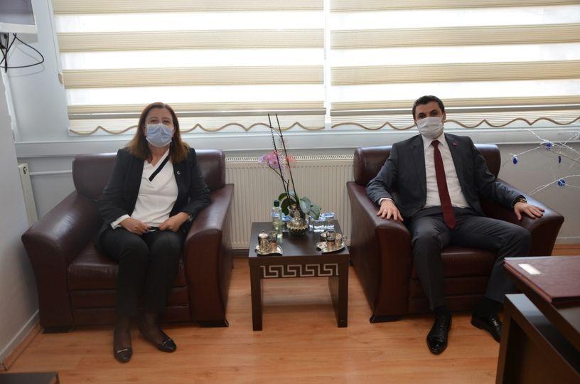 Kaymakam  Okan DAĞLI,Gümüşhacıköy  Belediye Başkanı Zehra ÖZYOL'a ia…
